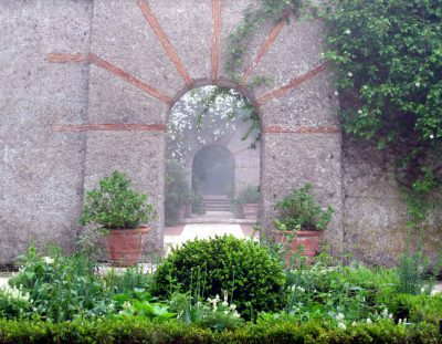 FRANKREICH: Bois des Moutiers – Wim Wenders Musen-Garten