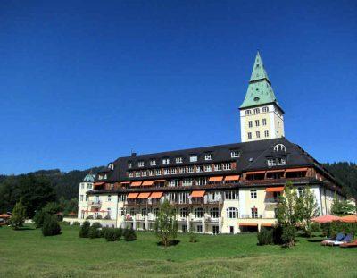 BAYERN: Schloss Elmau – Hotel mit Buckeln