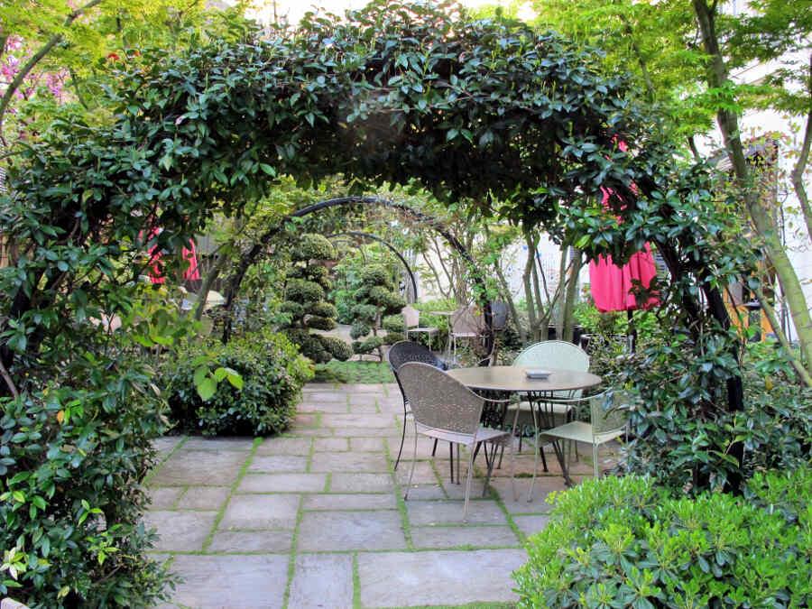 Innenhof im Pariser Gartenhotel Regent's Garden