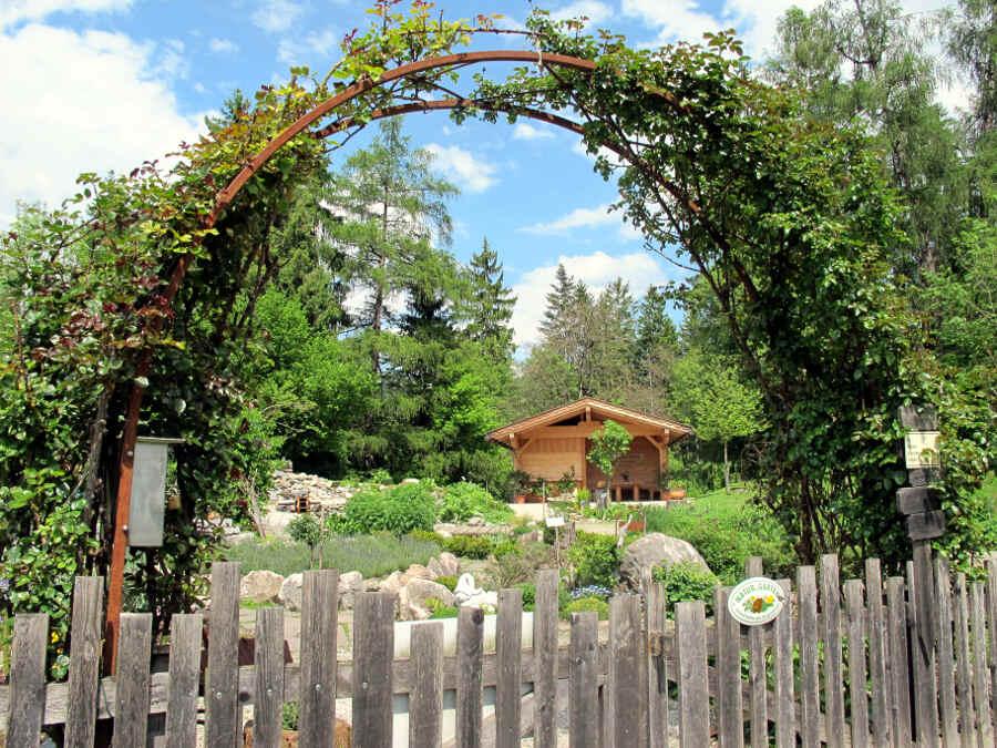 Foto des Eingangs des Kräutergartens in Österreich
