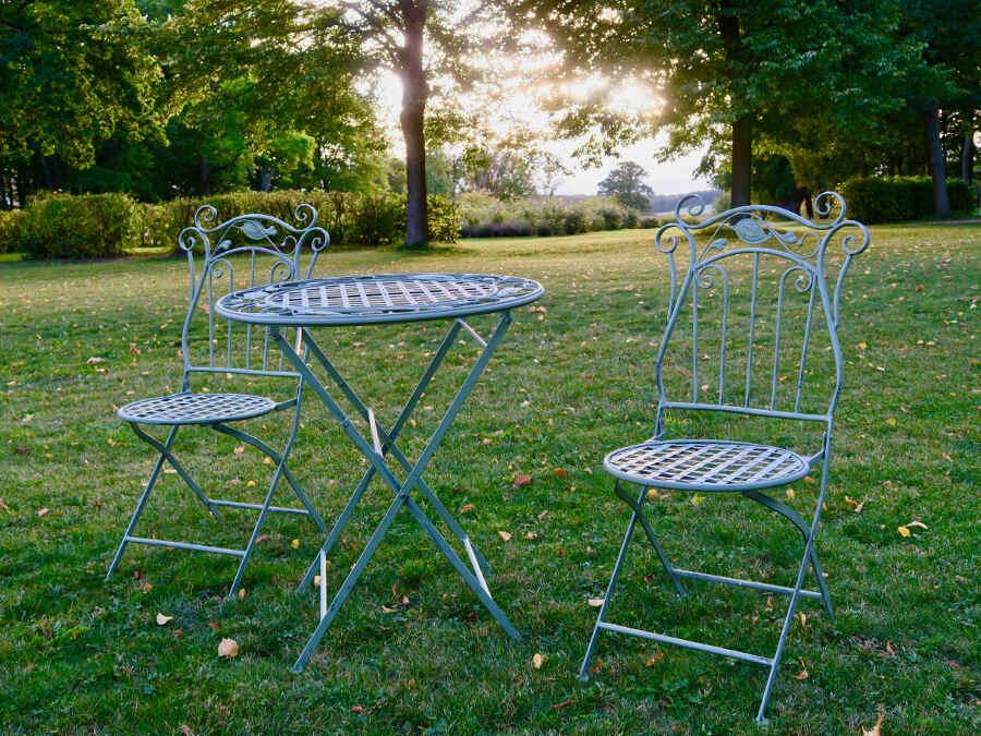 Ausreichend Platz zum Pausieren – im Park vom Schlosshotel Marihn in Mecklenburg