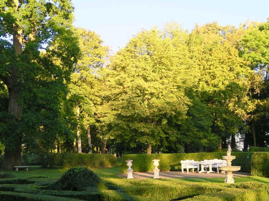 Klassik trifft Natürlichkeit – im Park von Marihn in Mecklenburg