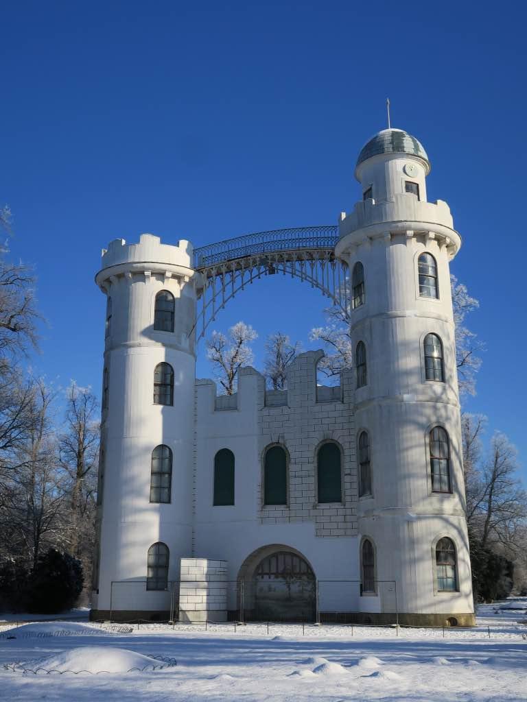 Das Schloss der Pfaueninsel im Schnee